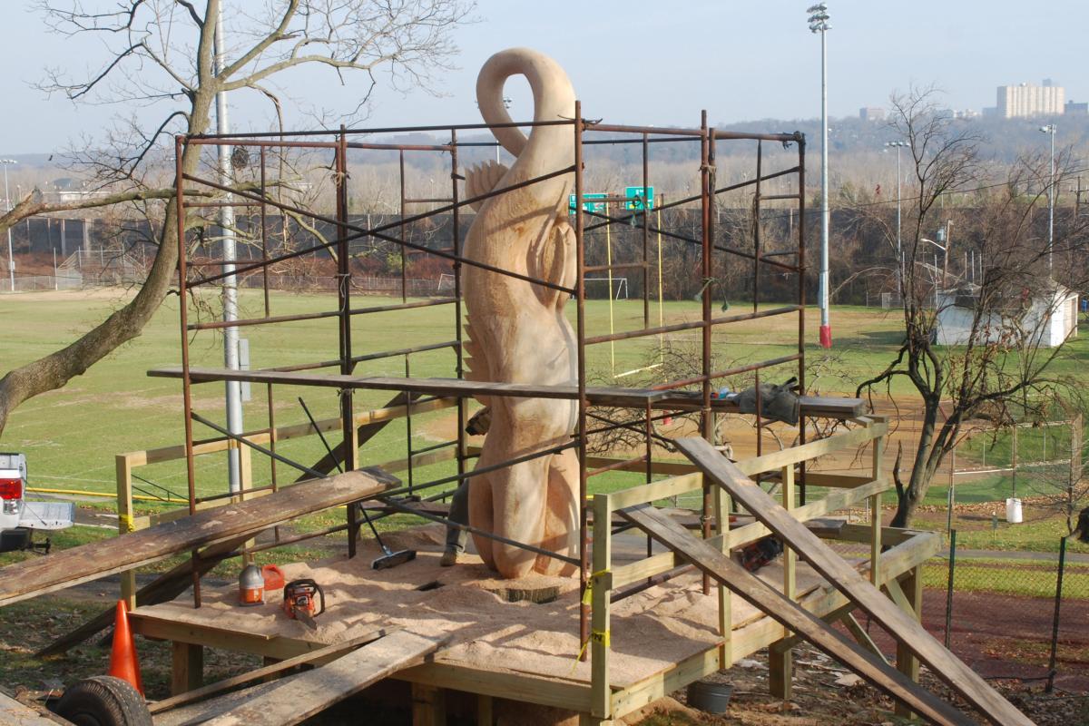 Veterans Park tree sculpture